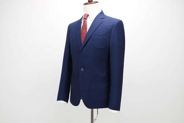 Egyre több férfi választ kék öltönyt